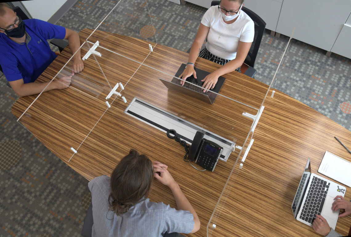 Overhead view of 4-person Adjoin Tabletop Screen on Oval table.
