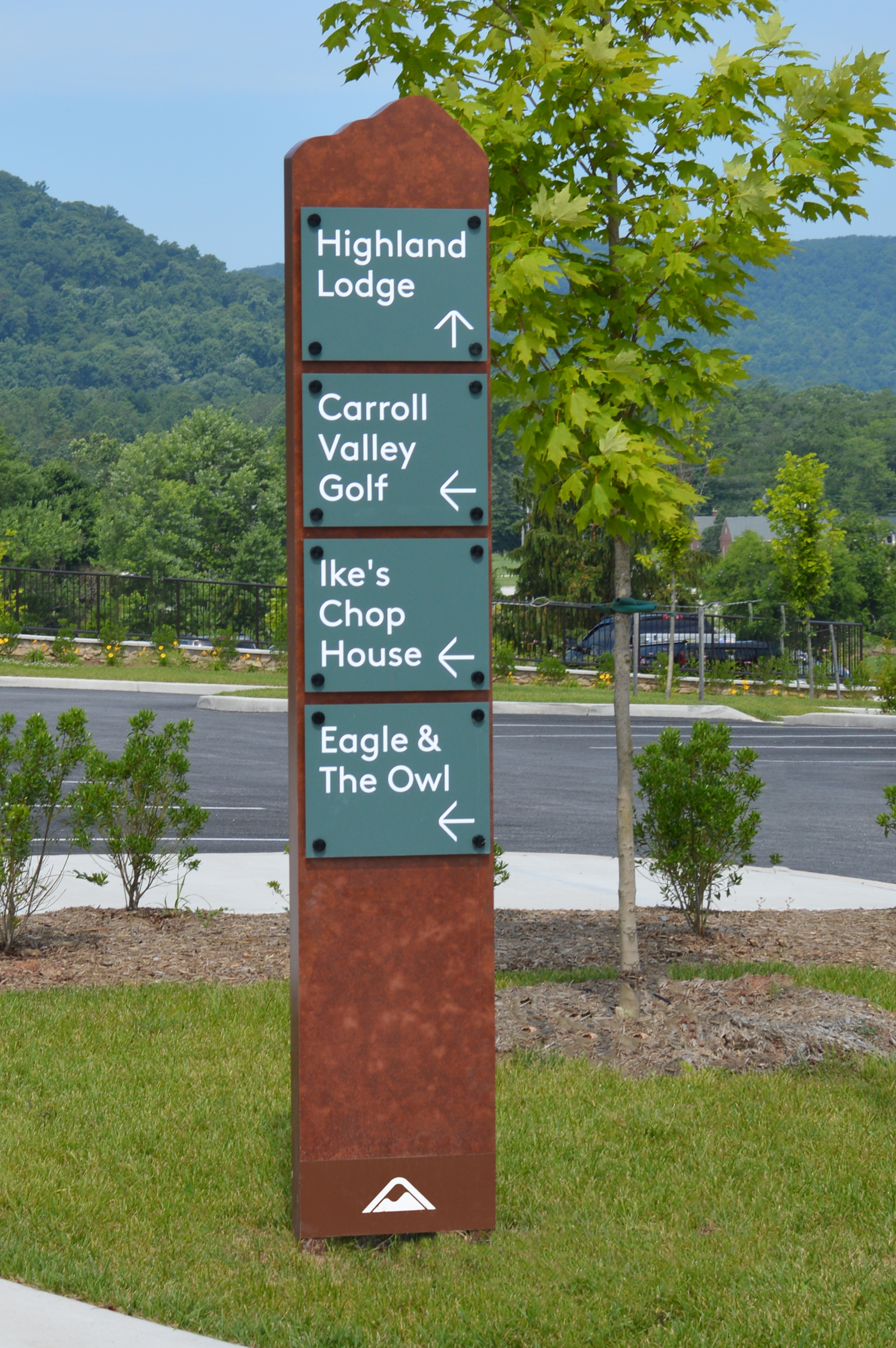 Photo of directional Signify sign outside of Libery Mountain Resort
